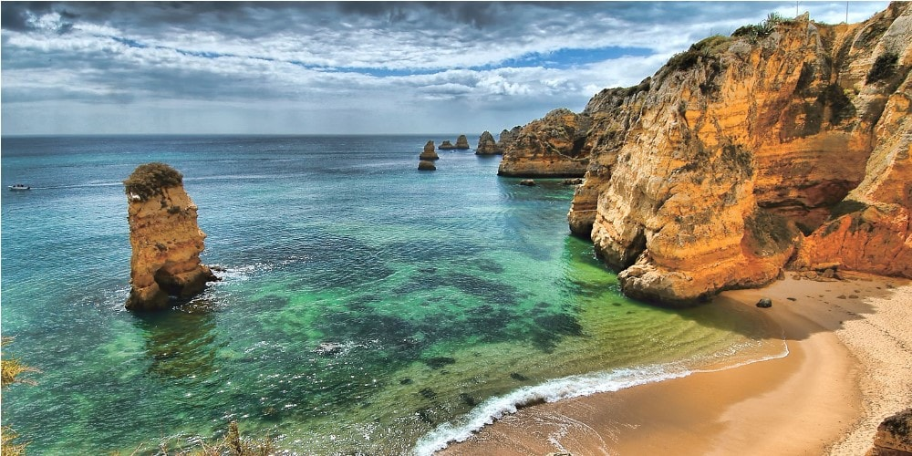 beautiful-beach-in-algarve-property-guide-by-casafari-portugal-min